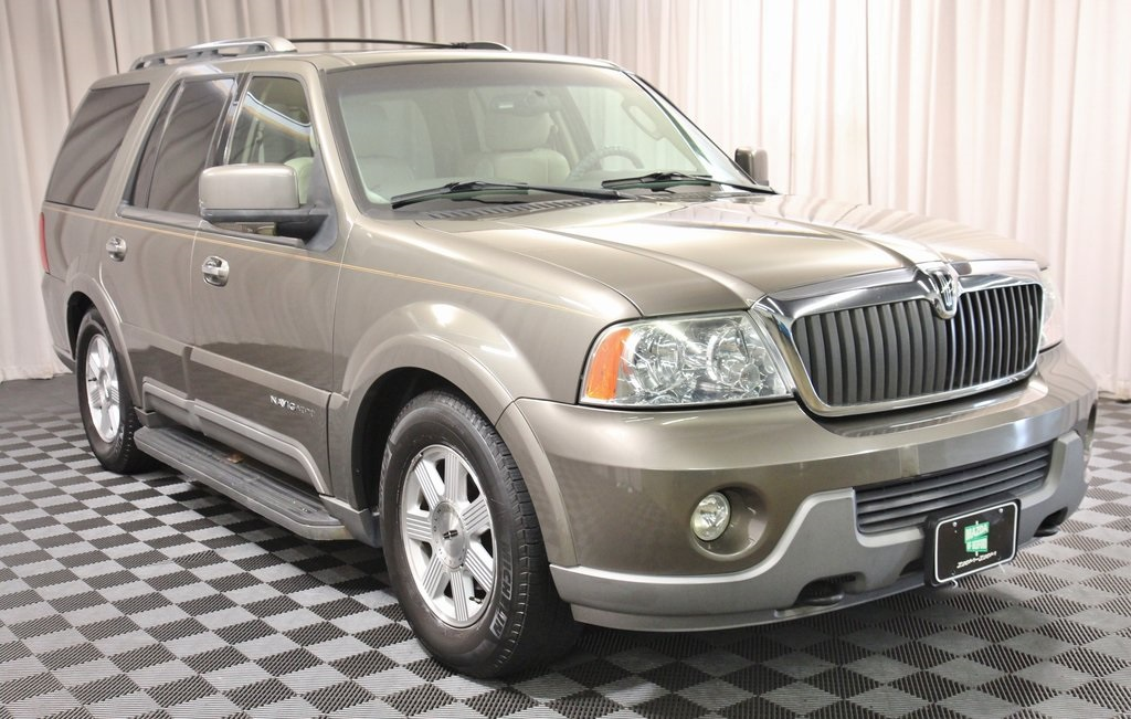 Pre-Owned 2004 Lincoln Navigator Luxury